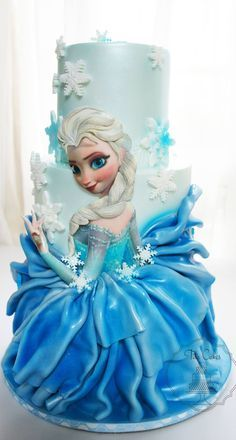 I love the way they made Elsa's skirt in on this Frozen Cake