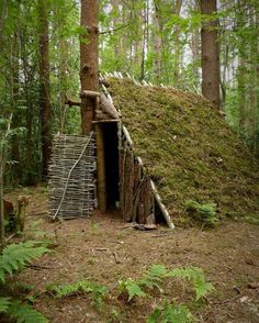 Vintage bushcraft skills that all wilderness fanatics will definitely want to know today. This is most important for wilderness survival and will certainly protect your life. Bushcraft Camping, Camping Survival, Outdoor Survival, Camping Hacks, Camping Ideas, Camping List, Bushcraft Equipment, Diy Camping, Bushcraft Skills