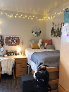 Girl Dorm Decor, College Bedroom Decor, Cool Dorm Rooms, College Dorm Rooms, Room Ideas Bedroom, Girl Dorms, Girls Bedroom, Preppy Dorm Room, Dorm Room Closet