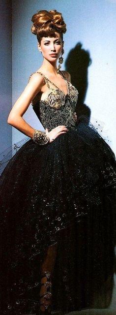 Fashion Themes, All Fashion, Couture Fashion, Fashion Dresses, Vintage Fashion, Atelier Versace, Christy Turlington, Vintage Couture, Designer Gowns