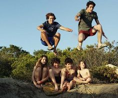Ed ecco qui il sogno di Leo! Andare in spiaggia con i suoi amici,quando tutto sarà finito e quando sarà felice! Siete il top<3