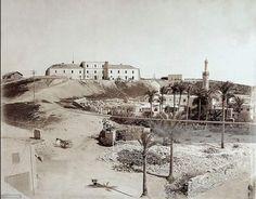 كوم الدكه بالإسكندرية عام 1880 ⚜️ Reem Alexandria Egypt, Old Egypt, Cool Photos, Interesting Photos, Egyptian, Paris Skyline, History, City, Pictures