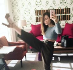 Welcome to Emily Browning Fans! This is a fansite dedicated to the Australian Actress, most. Emily Browning, Emma Style, Casual Trends, Michelle Dockery, Celebrity Style, Cute Outfits, Actresses, Stylish, Celebrities