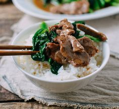 This beef with Chinese broccoli recipe is a bit of a change-up from regular beef and broccoli. You can also substitute broccolini in this dish if you like but it's worth the time to seek out Chinese broccoli for this dish! Asian Recipes, Beef Recipes, Cooking Recipes, Healthy Recipes, Vegetarian Recipes, Broccoli Beef, Broccoli Recipes, Vegetarian, Gastronomia