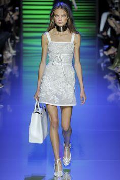 Elie Saab Spring 2016 Ready-to-Wear Fashion Show - Anna Mila Guyenz (IMG)