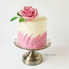 Ideas Succulent Wedding Cupcakes Simple For 2019 Birthday Cake For Women Simple, Small Birthday Cakes, Cake Decorating Techniques, Cake Decorating Tips, Pretty Cakes, Beautiful Cakes, Mini Cakes, Cupcake Cakes, Succulent Wedding Cakes