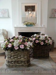 Basket with 'faux fleurs'