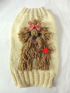 Roupa para Cachorrro Yorkshire. Tamanho 1. Feita com linha 100% algodão. Os pelos do cachorro são de lã. Com flor.