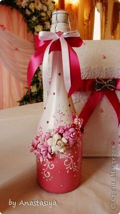Discover thousands of images about How To Decoupage On Glass Bottle With Pizzi Goffre Technique. Same technique different bottle 2 Wine Bottle Glasses, Wine Bottle Corks, Glass Bottle Crafts, Diy Bottle, Bottle Lamps, Glass Bottles, Wine Craft, Painted Wine Bottles, Decorated Bottles