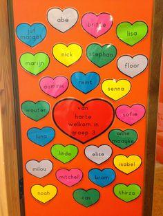 Aan het begin van een nieuw schooljaar maak ik graag iets om de kinderen mee welkom te heten. Dit jaar heb ik gekozen voor harten met de ...