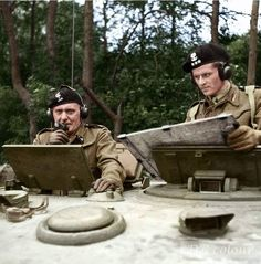 General Stanisław Maczek and Captain T. Wysocki in a Cromwell VII tank (T of the Polish Armoured Division training in Scarborough, UK, before leaving for Normandy July British Soldier, British Army, Poland Ww2, Military Officer, Military Art, Story Of The World, War Photography, Ww2 Tanks, Army & Navy