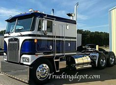 Kenworth 3 Axle Cabover w/ Greyhound Sleeper Train Truck, Big Rig Trucks, Dump Trucks, Jeep Truck, Cool Trucks, Custom Big Rigs, Custom Trucks, Cab Over, Diesel Cars
