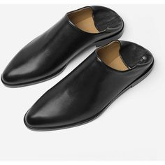 Everlane Women's Mule Shoe (475 BRL) ❤ liked on Polyvore featuring shoes, black mules, leather mules, loafer mules, black mule shoes and black shoes