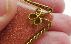 Dawn Blair's Jewelry and Eclectica Blog: Easy Wire Wrapping: The Twisty Frame
