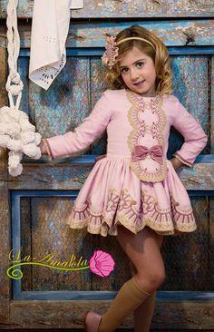 Toda la moda infantil para esta temporada de Otoño Invierno, la encontrás en www.trendingross.com. Disponemos de amplia variedad de ropa para niño y niña, tanto informal como de fiesta. La Ampola. Colección Beauvais.