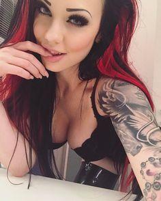 Beauties with Tatt itude  — Starfucked
