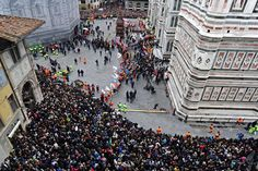 #lafotodelgiorno  Lo scoppio del carro (Firenze - Foto: Ansa/Maurizio Degl'Innocenti)