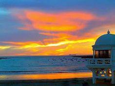 micadiztucadiz: Inigualable puesta de sol en la playa la Caleta,la...
