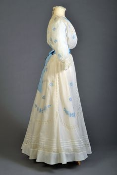 edwardian-time-machine:  White cotton dress trimmed with lace and embroidery, ca. 1906 Source