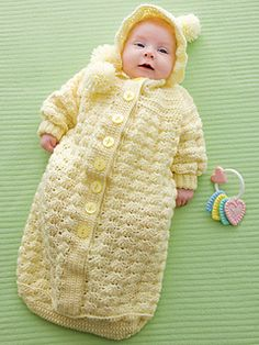Ravelry: Cozy Baby Bunting pattern by Alice Hyche can be done in 2 colors, bottoms can be changed, so can buttons. Bunting Bag, Bunting Pattern, Crochet Bunting, Baby Bunting, Baby Knitting Patterns, Baby Patterns, Crochet Patterns, Blanket Patterns, Crochet For Kids