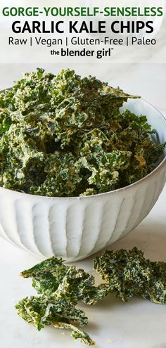 Garlic Kale Chips - The Blender Girl Click Image to see the complete image Recipe above Healthy Dorm Eating, Healthy Bedtime Snacks, Healthy School Snacks, Clean Eating Snacks, Healthy Breakfasts, Protein Snacks, High Protein, Vegan Snacks, Chips Kale