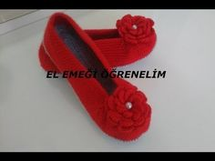 This Pin was discovered by Mer Crochet Art, Crochet Shoes, Free Crochet, Crochet Patterns, Knitted Baby Clothes, Crochet Clothes, Pom Pom Sandals, Shoe Pattern, Knitted Slippers