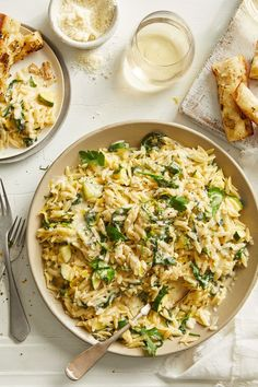 A perfect side or hearty lunch, this creamy meatless orzo recipe is the perfect addition to your weekly menu. Click the link to get the recipe here. Easy Pasta Recipes, Spinach Recipes, Vegetarian Recipes, Easy Meals, Cooking Recipes, Vegetarian Options, Cheesy Orzo, Pasta Dinners, Family Meals