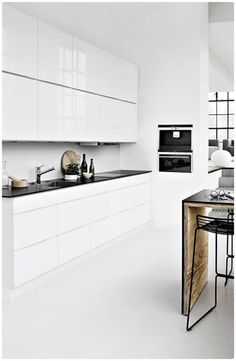 Black And White Kitchen With Modern Appliances : An Easy To Clean Kitchen Design