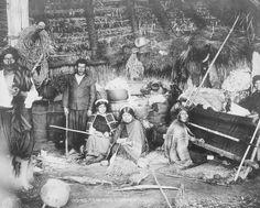 Galería - Arquitectura Vernácula: la Ruca Araucana en el Sur de Chile - 7 Old Photographs, Patagonia, Fauna, Tribal Art, Light And Shadow, Images, Painting, Koh Tao, Interior