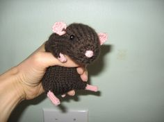 Realistic Hamster PATTERN. $5.50 REALLY wish this was a crochet pattern instead of a knit!