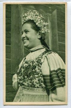 Lendak - dievca s vienkom, Slovensko Folk Costume, Costumes, Folk Clothing, Vintage Pictures, Culture, Embroidery, Art, Pictures, Vintage Images