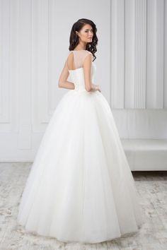 Luxusné svadobné šaty so širokou sukňou a čipkovaným korzetom Wedding Dresses, Fashion, Boyfriends, Bride Dresses, Moda, Bridal Gowns, Fashion Styles, Weeding Dresses, Wedding Dressses