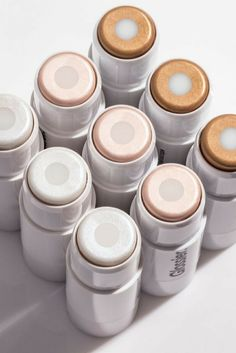 Use Haloscope, Glossier's highlighter, to get an otherworldly sheen never dry, never glittery. Glossier Haloscope, Natural Hair Mask, Natural Makeup, Natural Hair Styles, Makeup Brands, Best Makeup Products, Beauty Products, Makeup Geek, Makeup Products