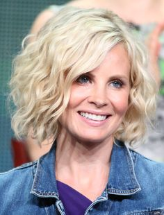Monica Potter's Voluminous Wavy Bob