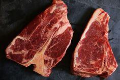 Ein T-Bone Steak sous-vide zu garen ist eine extrem gute Idee. Durch das Garen im Wasserbad behält das hochwertige Stück seine Saftigkeit und sein Aroma.