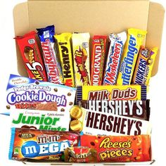 Medium American All Chocolate Hamper Candy/Chocolate/Sweets Christmas/Birthday Gift - in a White Card Box Chocolate Hampers, Chocolate Gift Boxes, Chocolate Sweets, Chocolate Cookies, Chocolates, Birthday Candy, Christmas Birthday, Amazon Auto, Lip Gloss Homemade