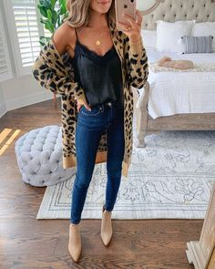These fall outfits for woman are easy to recreate and affordable to shop! Shop the fall outfits by clicking on the photo. Trendy Summer Outfits, Casual Fall Outfits, Fall Winter Outfits, Spring Outfits, Fall Dress Outfits, Winter Fashion Casual, Cute Outfits For Fall, Cheap Outfits, Chic Fall Fashion