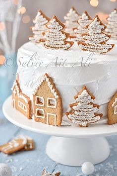 Village under the snow and gift - Украшение тортов и выпечки - noel Holiday Cakes, Holiday Desserts, Holiday Recipes, Christmas Recipes, Simple Christmas, Christmas Time, Christmas Deserts, Lemon Desserts, Christmas Cooking