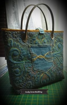 Lady Jane Quilting: Playing Catch-up! Quilting Projects, Quilting Designs, Do It Yourself Fashion, Lady Jane, Denim Crafts, Handbag Patterns, Recycled Fashion, Sewing Stitches, Handmade Handbags