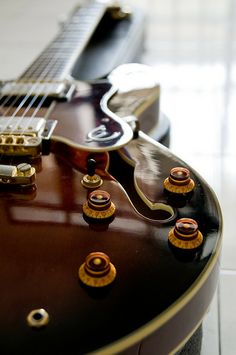 Semi profile of a semi-acoustic guitar. | Flickr - Photo Sharing! - midterm