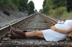 Country rustic maternity photo shoot