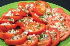 Actually, this salad is a normal tomato salad. Only mint is used instead of the obligatory basil. A different kind of tomato salad recipe to try Tomato Salad Recipes, Chicken Salad Recipes, Easter Recipes, Summer Recipes, Sliced Tomato, Caprese Salad, Food Print, Healthy Recipes, Healthy Meals