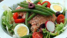 Salmon Niçoise Salad Healthy Salads, Healthy Eating, Healthy Recipes, Healthy Foods, Dairy Free Diet, Dairy Free Recipes, Salmon Recipes, Seafood Recipes, Salmon Nicoise Salad