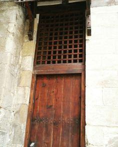 #Egypt #everydayegypt #photooftheday #vscocam #islamic #mosque #islamicart #door #doors #old #oldcairo