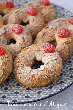 Food Network Recipes 822821794394731830 - anneaux amandes Source by larnono Food Network Recipes, Gourmet Recipes, Cookie Recipes, Dessert Recipes, French Macaroon Recipes, French Macaroons, Biscotti Cookies, Yummy Cookies, Algerian Recipes