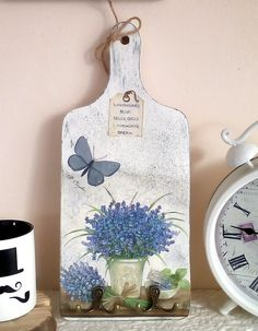 [New] The Best Home Decor (with Pictures) These are the 10 best home decor today. According to home decor experts, the 10 all-time best home decor. Decoupage Vintage, Decoupage Wood, Diy Crafts To Do, Diy Craft Projects, Wood Crafts, Candlestick Crafts, Diy Y Manualidades, Magazine Crafts, Pallet Art