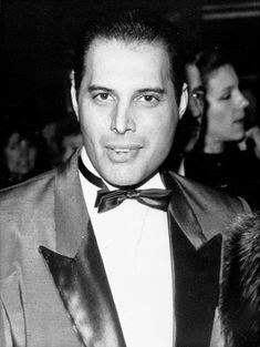 Freddie Mercury Death: 100 Rare Pics Of The Queen Frontman On The Anniversary Of His Death Queen Photos, Queen Pictures, Rare Pictures, Beautiful Pictures, John Deacon, Queen Love, Save The Queen, Brian May, Freddie Mercury Death