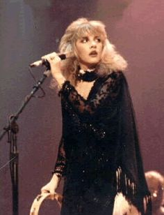 any which way Stevie turns onstage, she's so beautiful ~ ☆♥❤♥☆ ~
