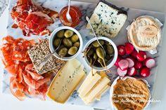 Lillördag i går! Och vad passar väl bättre än lite ost, chark och ett glas gott rött? handlade lite goda ostar på Bengtsons Ost på Väla i går. På ostbrickan i går samsades Gruyere, Morbier, Le Cados (Camenbert med calvados), L'affine au chablis, Cabraliego. L'affine au chablis var heeeeeeeeeeelt MAGISK!! (Den längst upp till höger […]