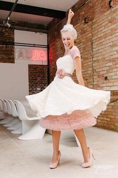KüssdieBraut Modell Betty (mit passenden Accessoires: Petticoat, Gürtel und Seidenblüte sowie Bolero: alles in der Farbe powder)